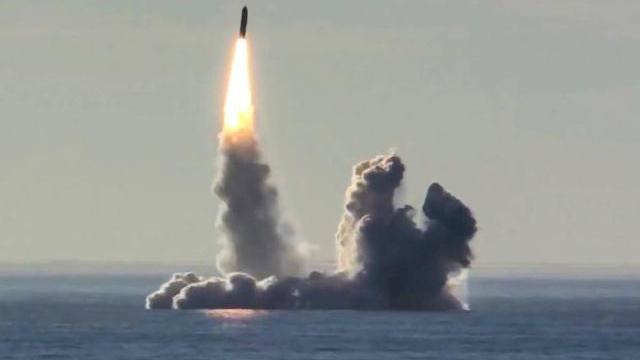 Nga phóng tên lửa từ hai tàu ngầm hạt nhân