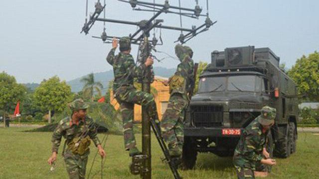 Lực lượng tác chiến điện tử huấn luyện làm chủ trang bị mới