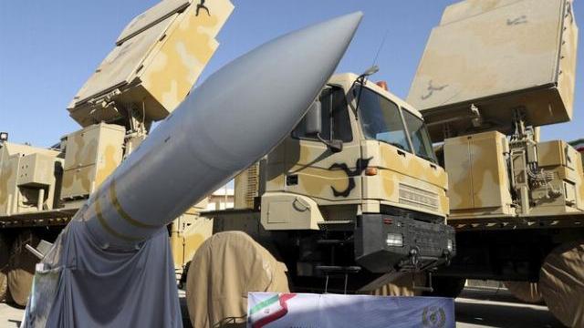 Iran tiết lộ hệ thống phòng thủ tên lửa tầm xa Bavar-373