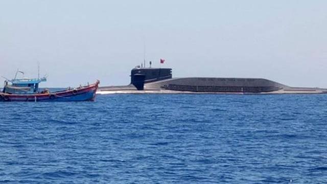 Tàu ngầm Trung Quốc xuất hiện kề sát tàu cá Việt Nam trên Biển Đông