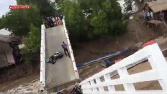 Sập cầu Cà Mau khiến 6 người chết