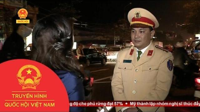 Kết nối với cảnh sát giao thông tại Lễ hội chợ Viềng, Nam Định