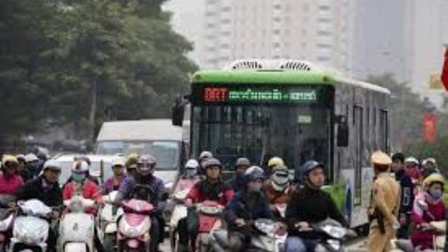 Ôtô lấn làn buýt nhanh bị xử phạt 1,2 triệu đồng
