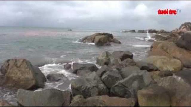 Vệt nước đỏ xuất hiện dưới chân bán đảo Sơn Trà