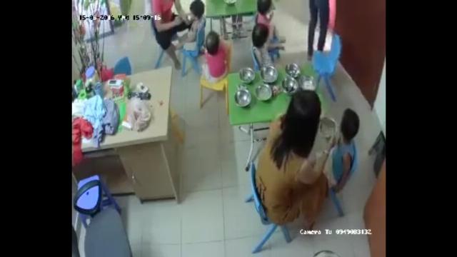 Cô giáo mầm non véo đùi, tát liên tiếp vào mặt trẻ 3 tuổi khi cho ăn