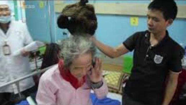 Dị nhân Quảng Bình 32 năm đội 'mũ tóc'