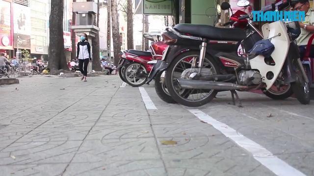 Vạch kẻ phân chia vỉa hè Sài Gòn zích zắc khiến nhiều người thắc mắc