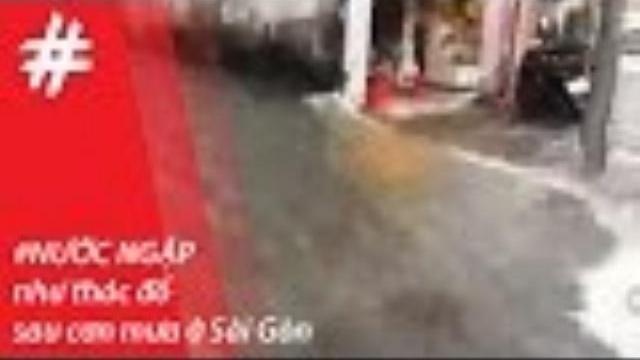 Sài Gòn mưa trắng trời, nước ngập chảy như thác đổ