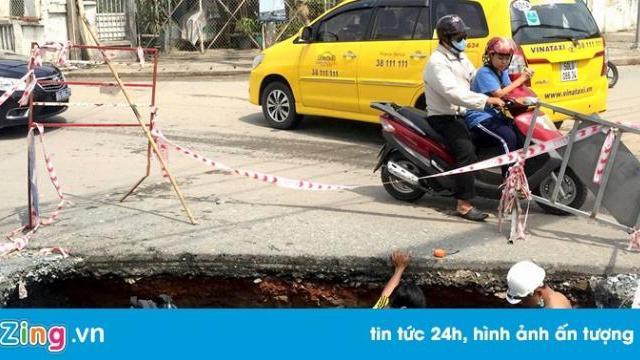 Hố 'tử thần' xuất hiện sau trận mưa lớn ở Sài Gòn
