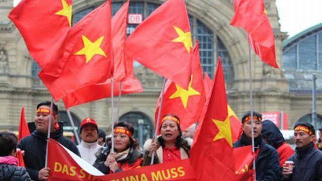 Người Việt ở Đức biểu tình phản đối Trung Quốc quân sự hóa Biển Đông