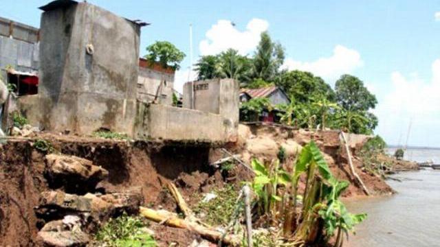 Hố xoáy 'khủng' trên sông Tiền, 1.000 dân Đồng Tháp bị đe dọa