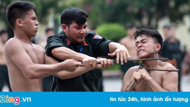 Màn trình diễn tấn công tội phạm như phim hành động của sinh viên cảnh sát