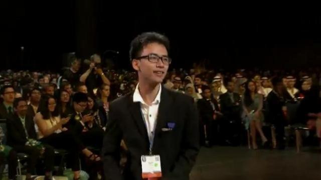 Giây phút Phạm Huy được vinh danh tại lễ trao thưởng cuộc thi Khoa học - Kỹ thuật Quốc tế