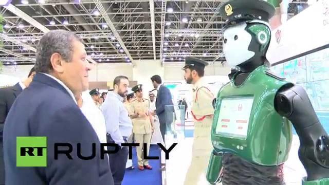 Cảnh sát người máy trí thông minh nhân tạo đầu tiên trên thế giới