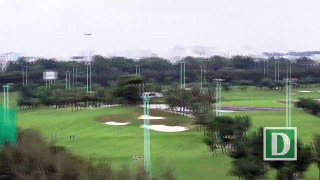 """""""Chỉ có Việt Nam mới dám làm sân golf trong sân bay!"""""""