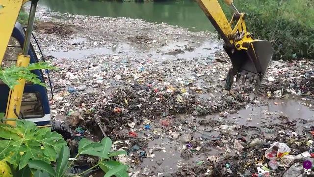 """Clip gây xôn xao về bãi rác """"khủng"""" ở Hà Giang"""