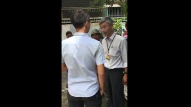 Cán bộ phường bẻ khóa nhà dân tịch thu 9 con gà Đông Tảo