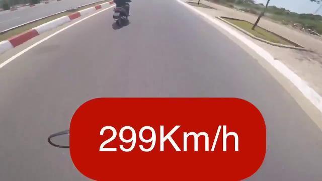 """Trốn CSGT còn đăng clip chạy xe """"tốc độ... 299km/h"""" lên mạng để câu like"""