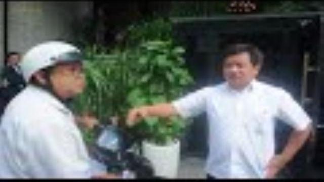 Người dân bật lại ông Đoàn Ngọc Hải vì dừng xe gây...kẹt xe