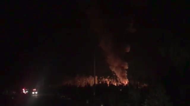 """Nổ """"như bom"""" tại khu chiết xuất gas, lửa bùng lên dữ dội"""