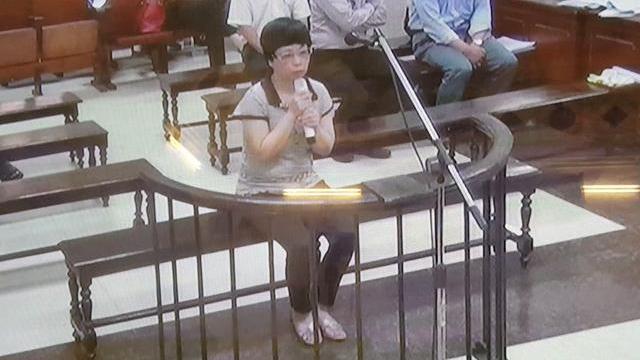 Bị cáo Châu Thị Thu Nga trả lời thẩm vấn tại tòa ngày 5-10