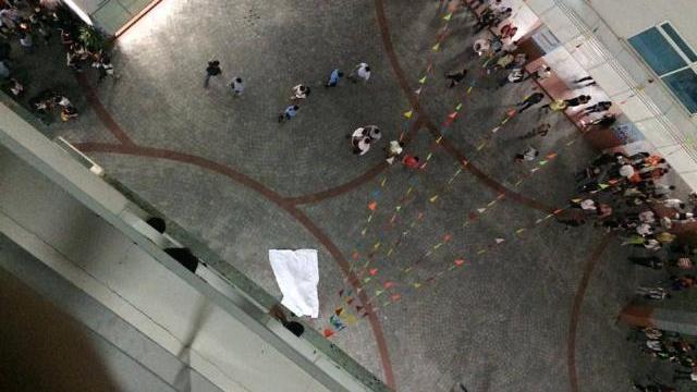 Em sinh viên trường HUTECH tử vong tại chổ khi khối bê tông rơi trúng đầu