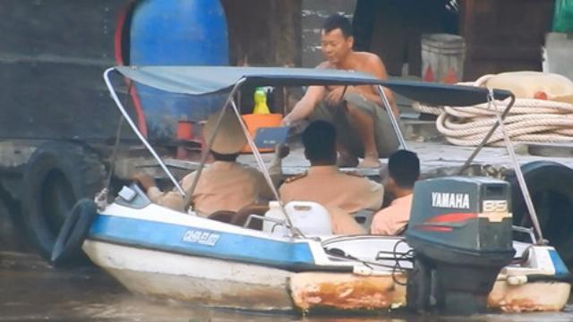 'Luật ngầm' trên sông và những cuộc kiểm tra kỳ lạ của CSGT, TTGT