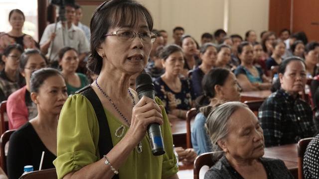 Bà con tiểu thương chợ Sặt vui mừng khi được cho làm chợ và đồng ca hát ủng hộ quyết định của tỉnh Đồng Nai