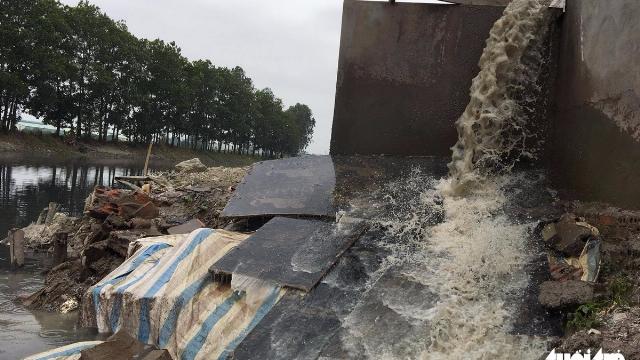 bắt quả tang danh nghiệp Trung Quốc nước thải xả thẳng ra môi trường