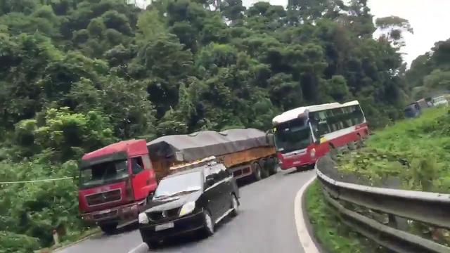 Phạt xe Thành Bưởi vượt ẩu trên đèo Bảo Lộc bị tố giác trên mạng