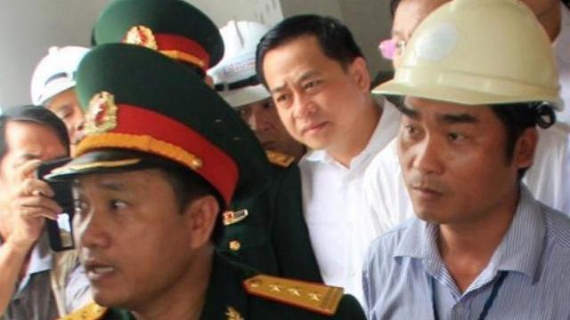 """Clip độc quyền: Công an áp giải Vũ """"nhôm"""" về Việt Nam"""
