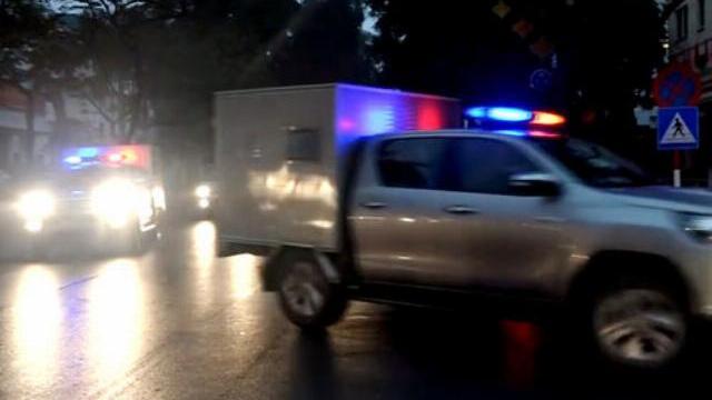 Đoàn xe chở bị cáo đến tòa từ mờ sáng trong phiên xử ông Đinh La Thăng