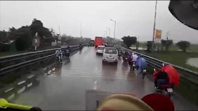 Vụ húc xe cứu hỏa chạy ngược chiều: Xe khách chạy tốc độ bao nhiêu?