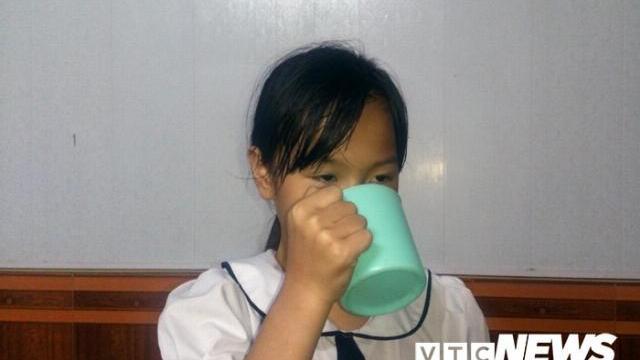 Học sinh kể chuyện cô giáo phạt uống nước giặt giẻ lau bảng