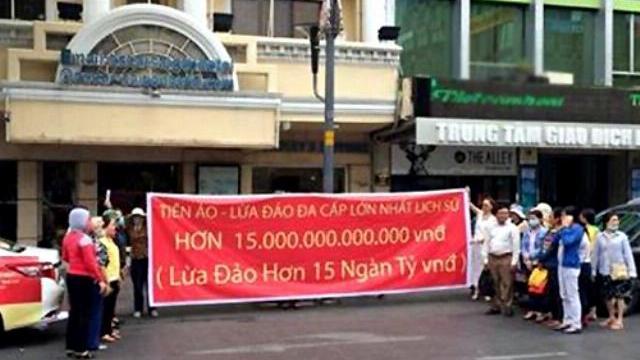 Nhà đầu tư vào tiền ảo iFan kêu bị lừa 15.000 tỷ đồng