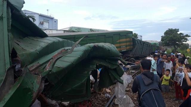 Hai tàu tông nhau trực diện, nhiều toa lật nghiêng ở Quảng Nam