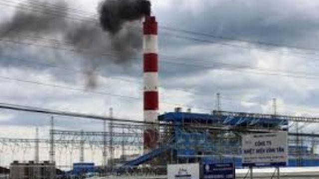 Nhà máy nhiệt điện Vĩnh Tân 2 xả khói đen mù mịt ra môi trường