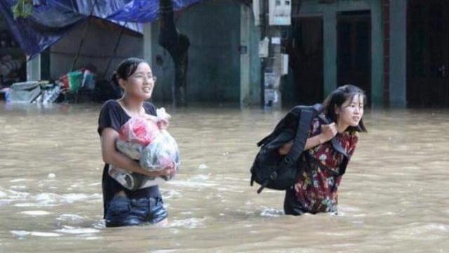 Nước ngập sâu tại Hà Giang khiến thí sinh khó di chuyển tới điểm thi