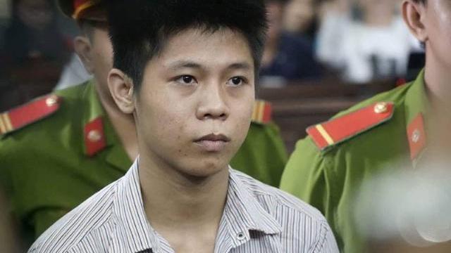 Bị cáo Nguyễn Hữu Tình bình thản trả lời câu hỏi của HĐXX