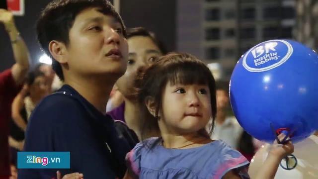 Người Sài Gòn chen nhau xem pháo hoa ở tòa nhà cao nhất Việt Nam
