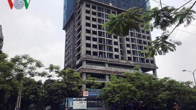 Đứt cáp cẩu trục từ toà nhà 29 tầng khiến ít nhất một người bị thương