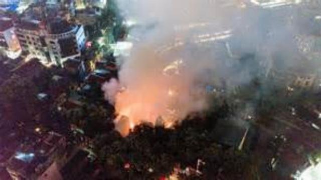 Cháy lớn gần bệnh viện Nhi Hà Nội, nhiều cửa hàng bị thiêu rụi