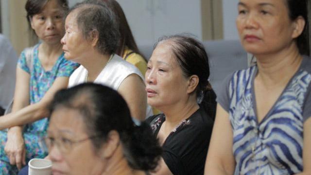 Gào khóc thảm thiết vì cháy nhiều căn nhà ở Đê La Thành