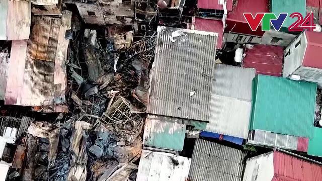 Tan hoang những gì còn lại sau vụ cháy trên phố Đê La Thành