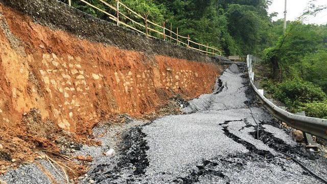 Quốc lộ gần 100 triệu USD vỡ toác Có phải hoàn toàn do mưa