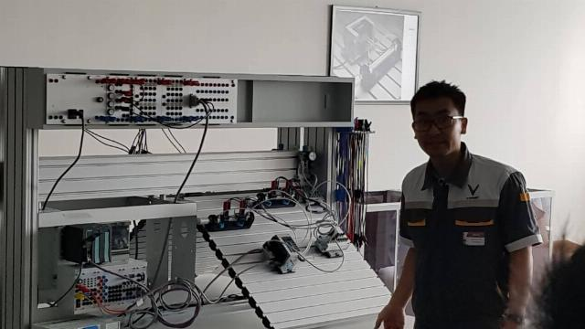 Bên trong Trung tâm đào tạo - thực hành VinFast
