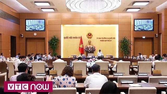 Đề nghị Bộ GD-ĐT làm rõ việc sửa đổi, phát hành SGK