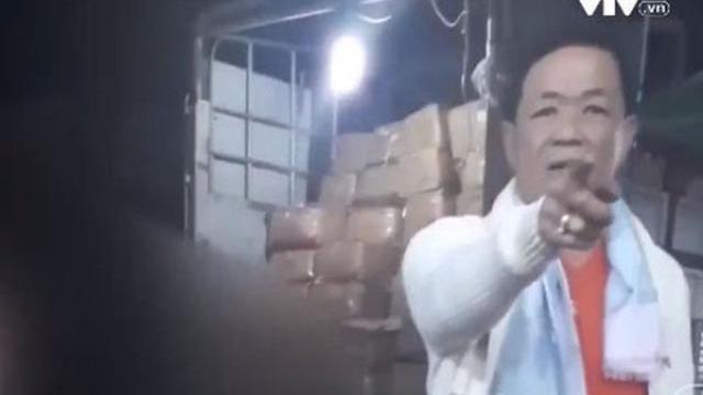 """Hoạt động bảo kê """"toát mồ hôi"""" ở chợ Long Biên"""