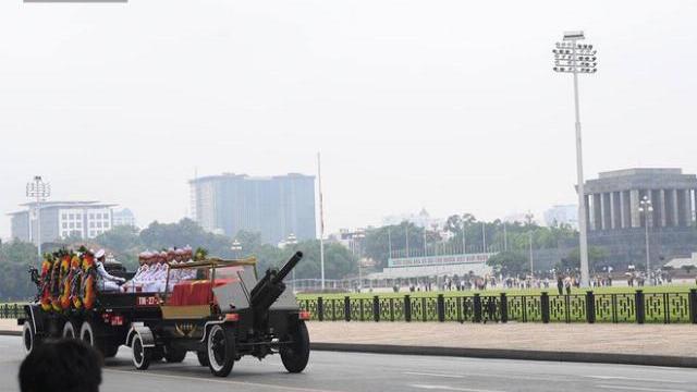 Hành trình linh xa đưa Chủ tịch nước Trần Đại Quang qua các ngõ phố Hà Nội