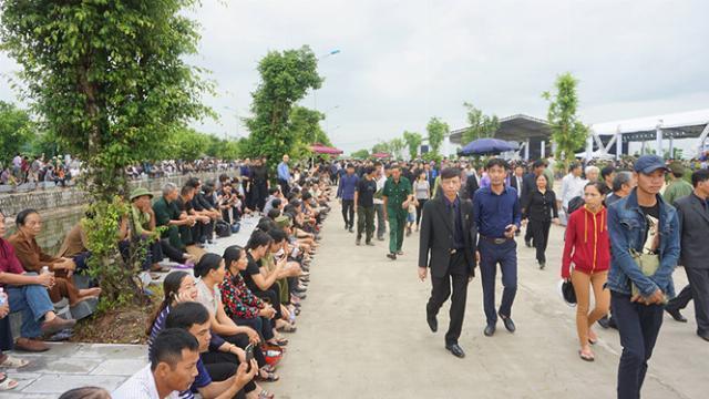 Hàng ngàn người dân Ninh Bình tiễn đưa cố Chủ tịch nước